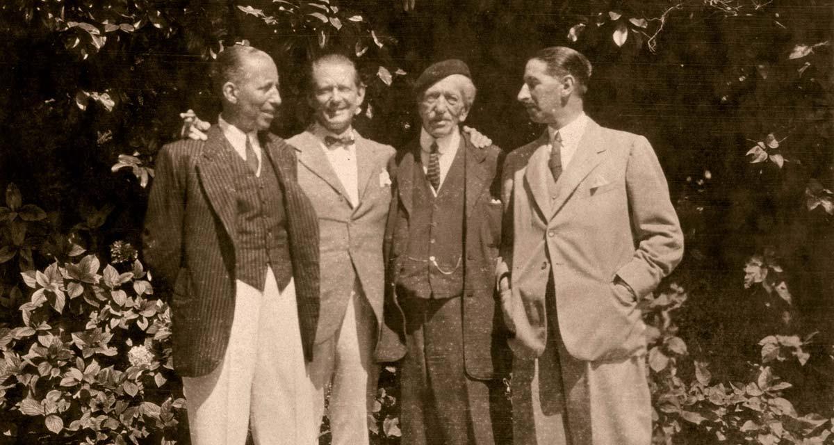 Familia de Alfred Cartier con sus tres hijos, Pierre, Louis y Jacques, en San Juan de Luz (1922)