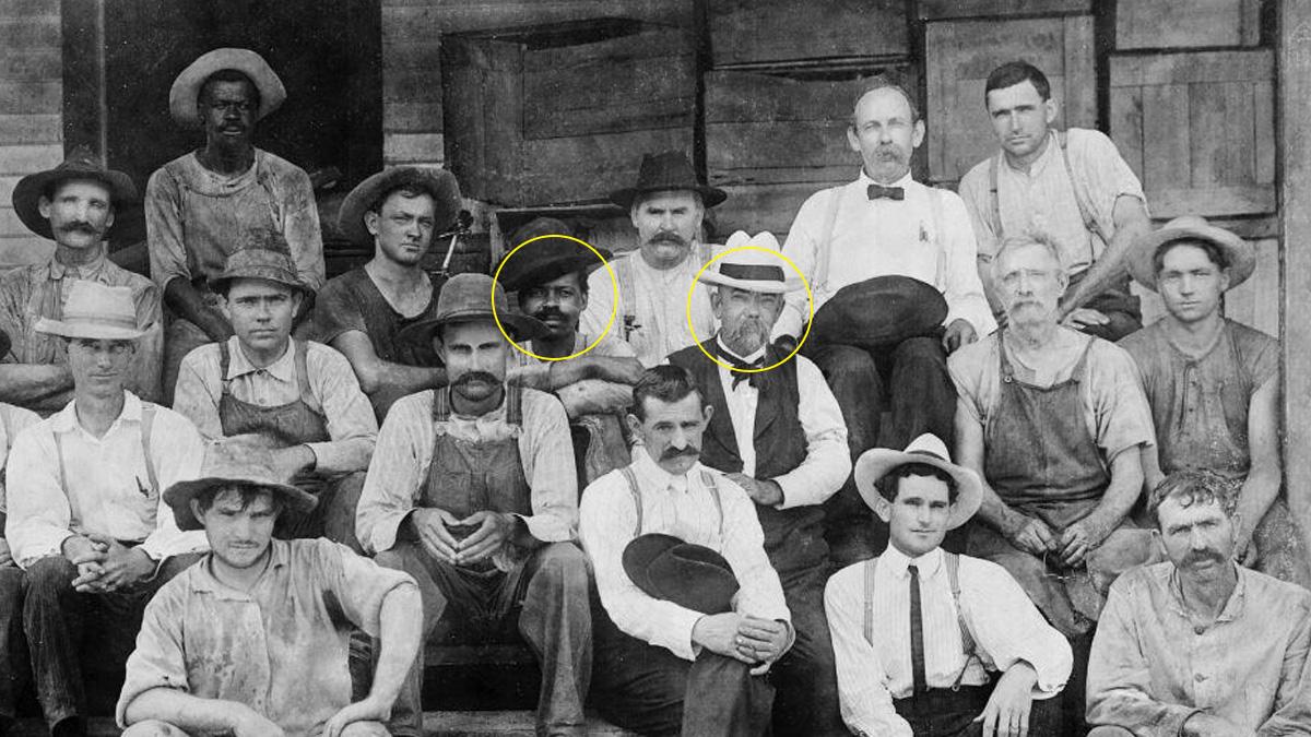 Su nombre era Nearis Green pero todo el mundo le llamaba tío Nearis, en esta foto junto al propio Jack y otros trabajadores de la destilería.