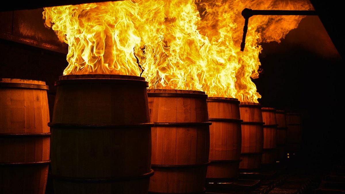Proceso de quemado de las barricas de Jack Danield's