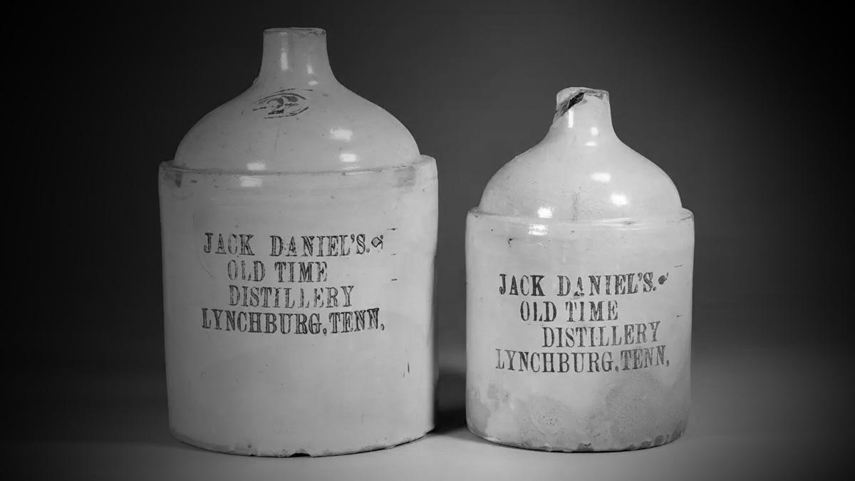 Vasijas de 2 y 1 galones de alrededor de 1875