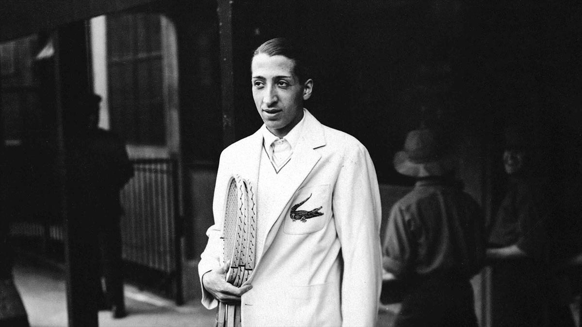 René Lacoste luciendo uno de los primeros blazers con cocodrilo