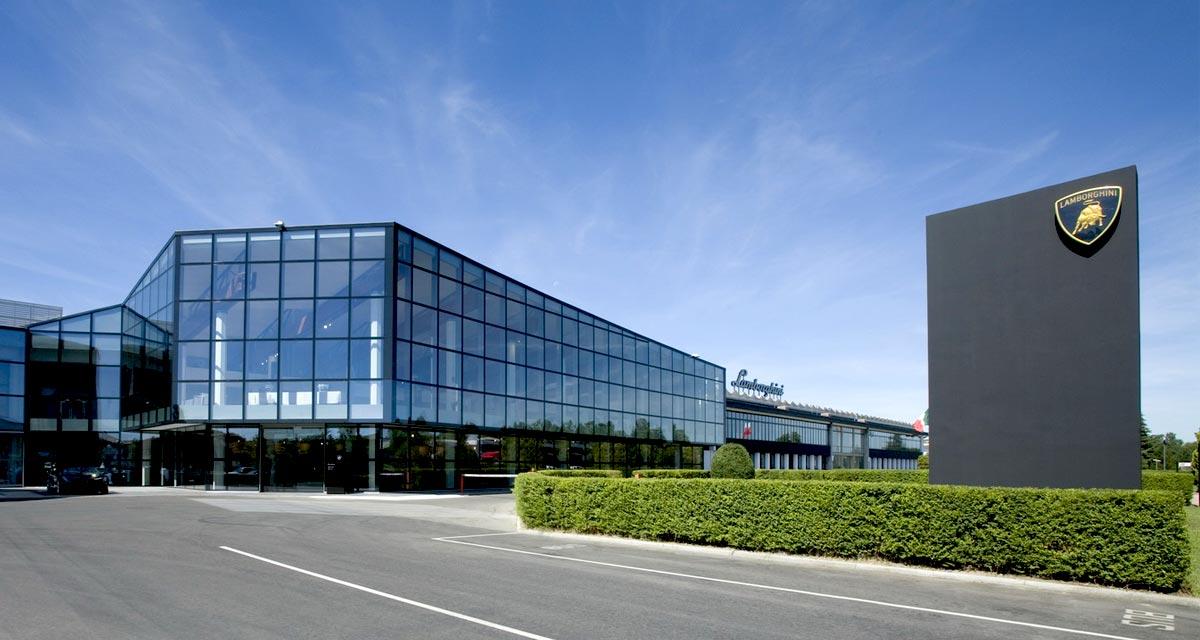 Lamborghini construyó su fábrica de Sant'Agata Bolognese, cerca de Ferrari (Bolonia)