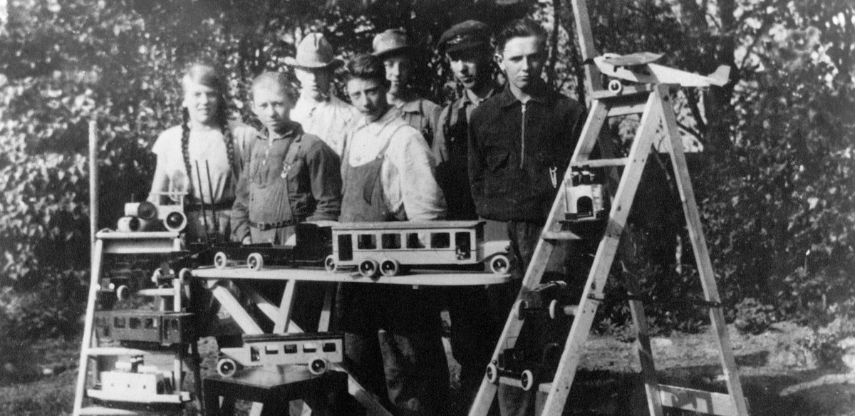 Primera línea de juguetes de madera (1932)