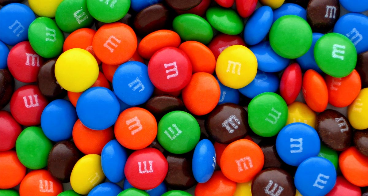 M&M's incluyó su marca impresa sus chocolatinas para evitar el plagio