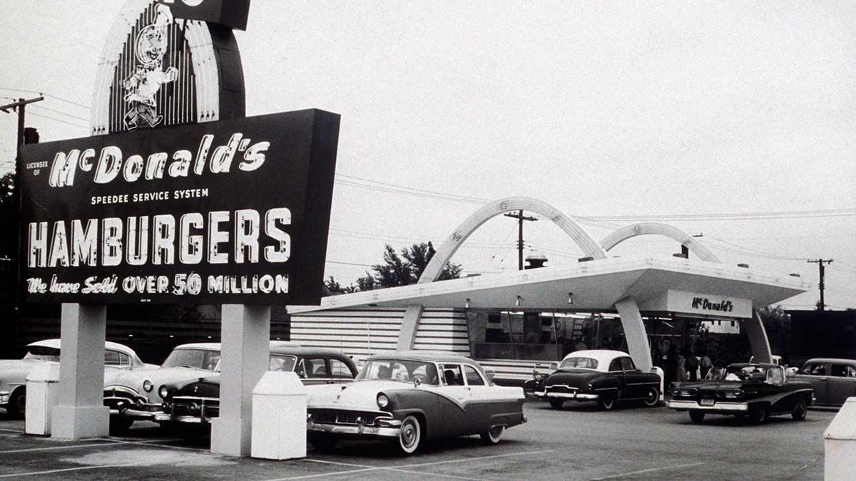 """La """"M"""" de McDonald's está inspirada en los arcos dorados del restaurante de San Bernardino"""