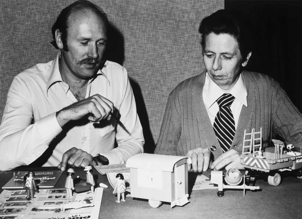 Hans Beck (derecha) creador de los Playmobil