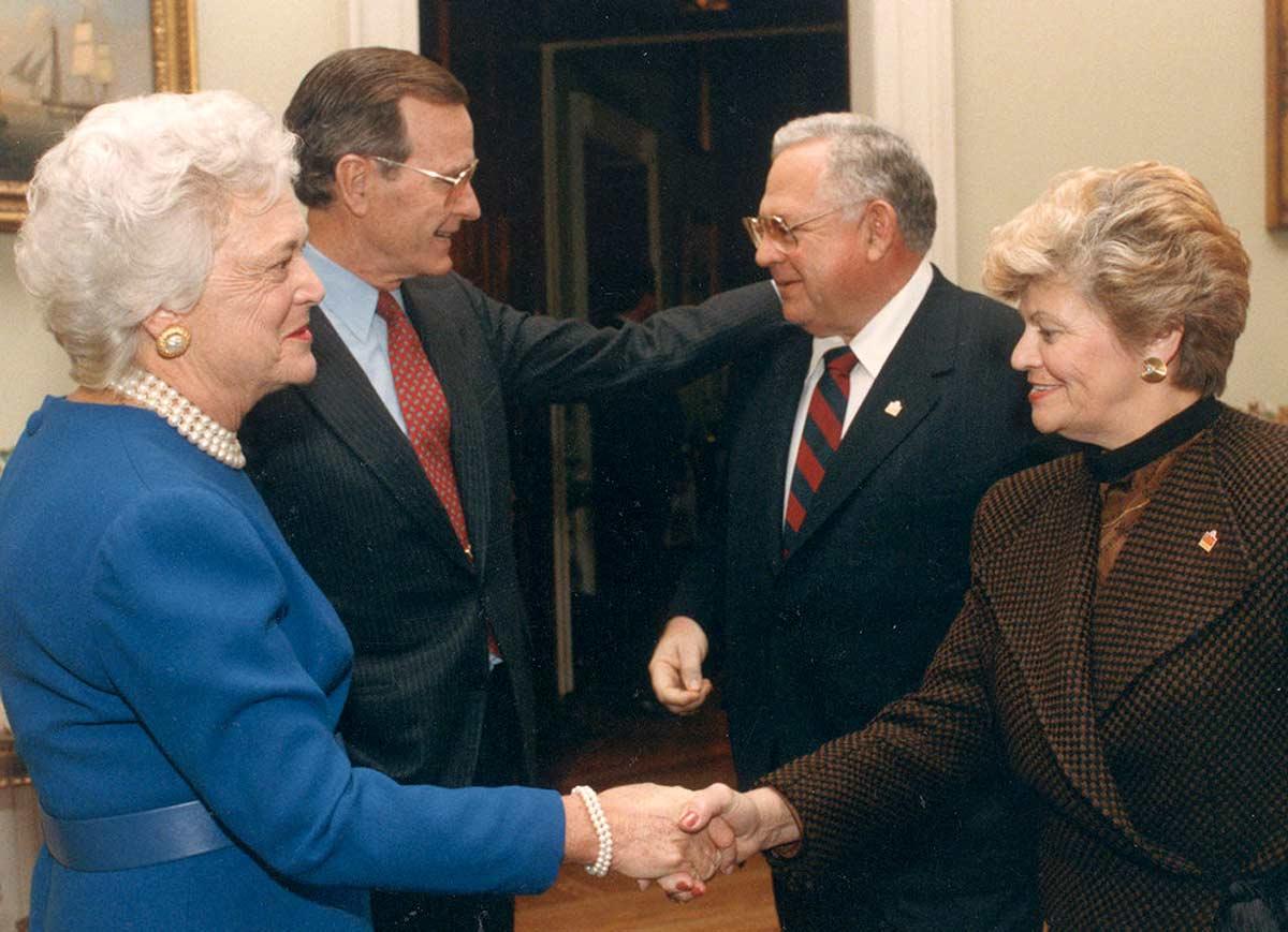Recepción del presidente de EEUU George W. Bush (padre) a Dave Thomas y su esposa