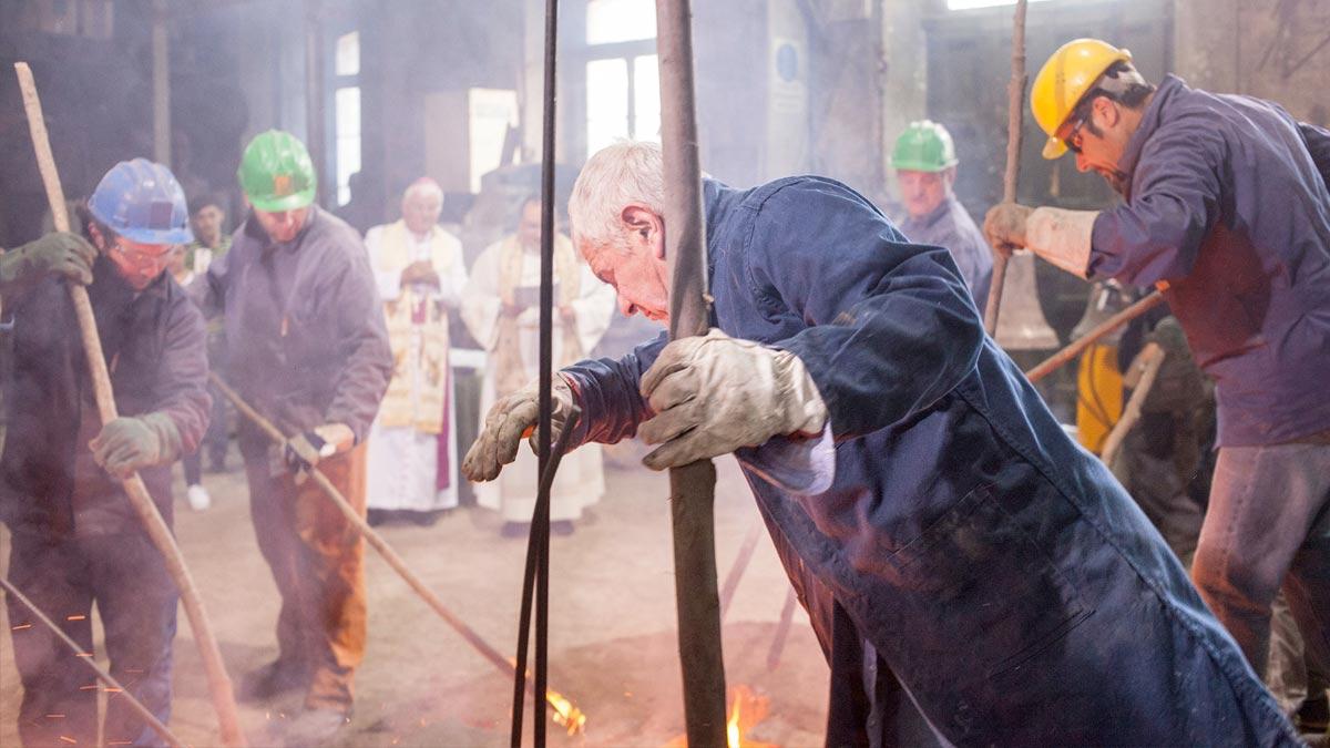 Ritual centenario de fundición de las campanas Marinelli (Actualidad)