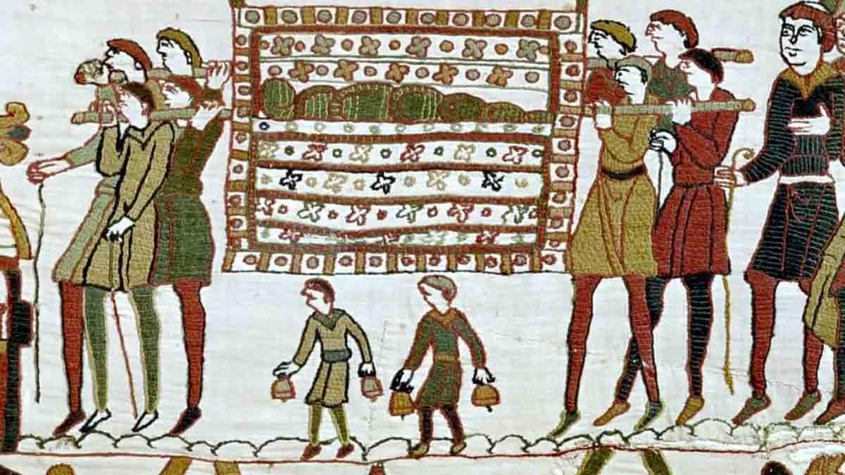 Detalle del tapiz de Bayeux en el que se tocan las campanas en un funeral (Siglo XI)