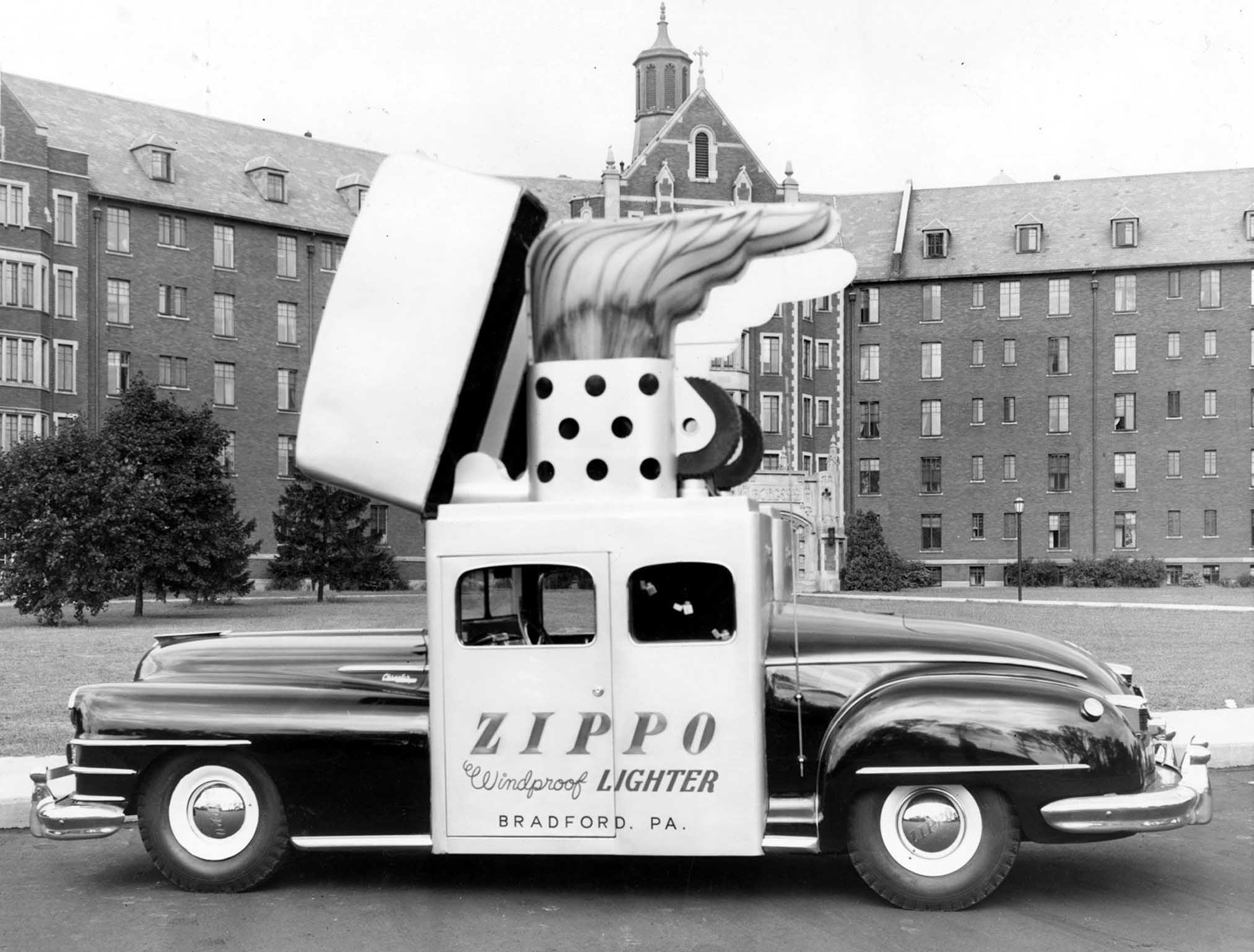 Foto antigua del Zippo Car