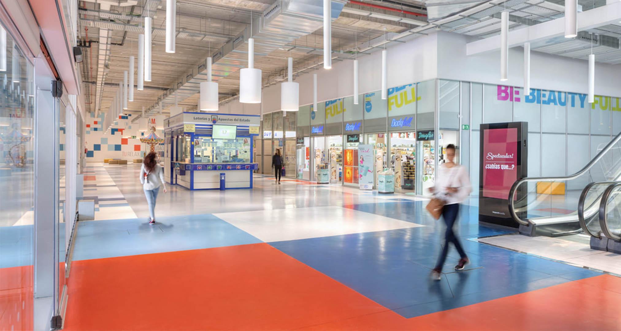 Interior del Centro comercial MiraMadrid