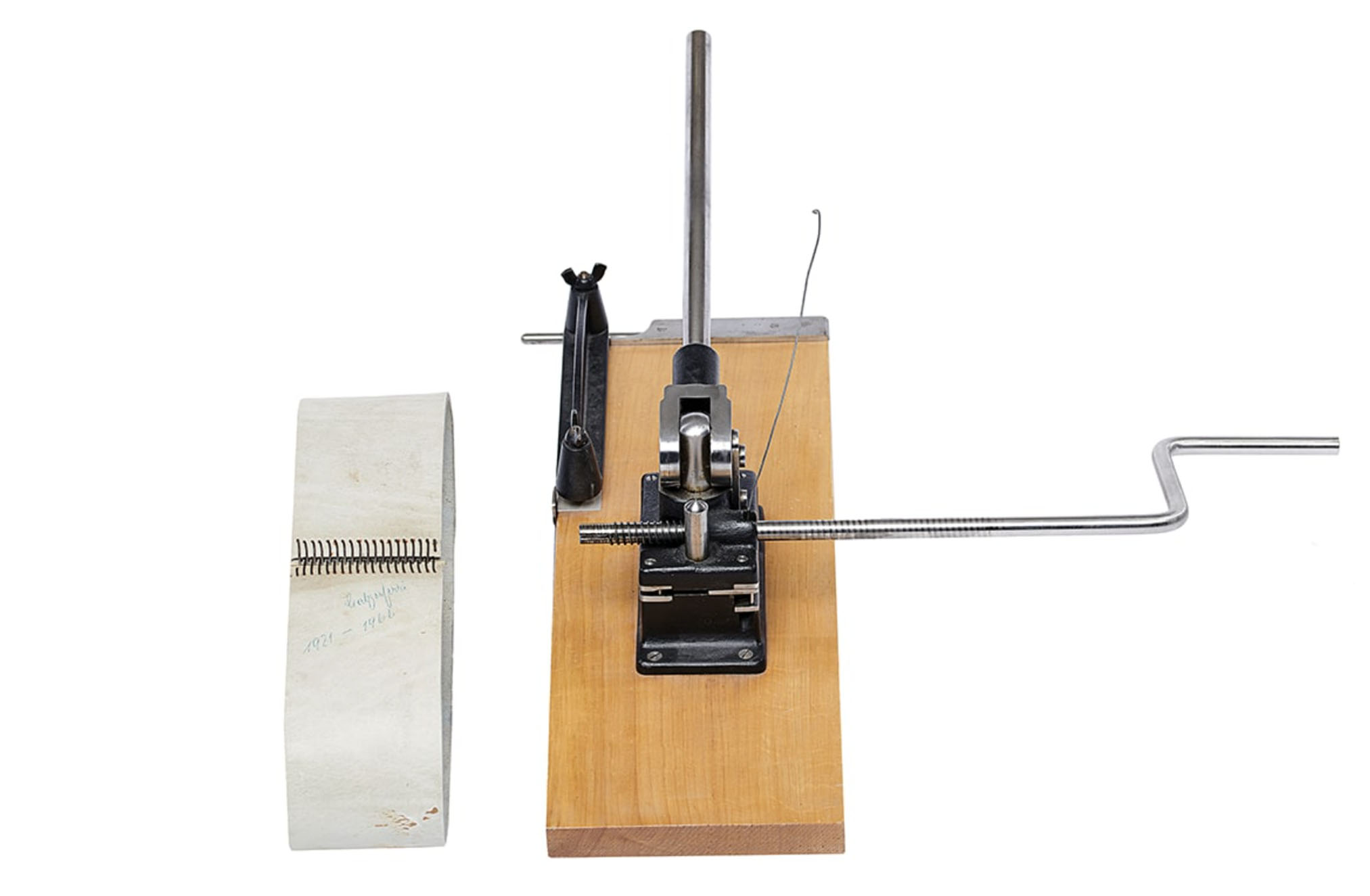 Sistema de unión para correa de transmisión. Primer producto de Braun. 1921